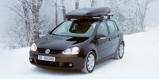 bil på vei med snø
