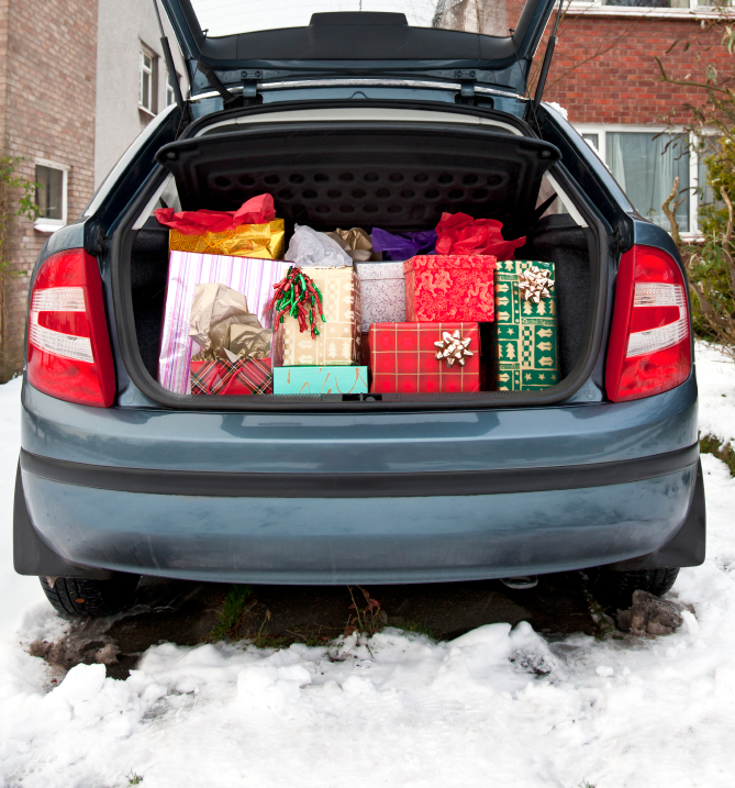 Bil full av julegaver
